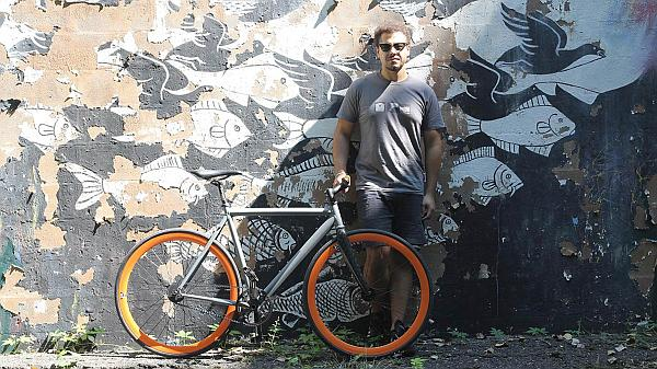 bicicleta taiere cu jet de apa