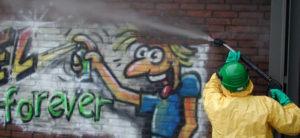 tăierea cu jet de apă pentru graffiti